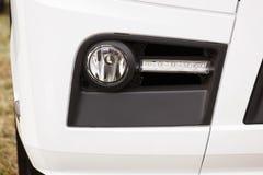 Μπροστινό φως, φως των οδηγήσεων του φορτηγού φορτίου ή μακροχρόνιο όχημα, ασφάλεια κατά τη διάρκεια του ταξιδιού Στοκ φωτογραφία με δικαίωμα ελεύθερης χρήσης