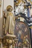 ΜΠΡΥΖ, ΒΕΛΓΙΟ - 13 ΙΟΥΝΊΟΥ 2014: Η καρδιά του αγάλματος του Ιησού και βωμός της εκκλησίας Karmelietenkerk Carmelites Στοκ Εικόνα