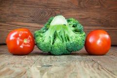 Μπρόκολο και ντομάτες Στοκ εικόνες με δικαίωμα ελεύθερης χρήσης