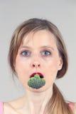 Μπρόκολο μέσα στο στόμα Στοκ φωτογραφία με δικαίωμα ελεύθερης χρήσης