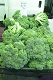 Μπρόκολο στην τοπική αγορά αγροτών, κανένα φυτοφάρμακο Στοκ Εικόνα