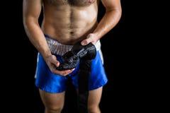 Μπόξερ που φορά επιτιθειμένος τα γάντια Στοκ εικόνα με δικαίωμα ελεύθερης χρήσης