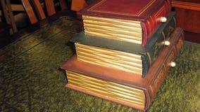 μπόξερ antiquate κιβώτια παλαιά κιβώτια με μορφή των βιβλίων Στοκ εικόνα με δικαίωμα ελεύθερης χρήσης