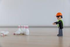 Μπόουλινγκ δάχτυλων με τα παιχνίδια παιδιών ` s στοκ εικόνες
