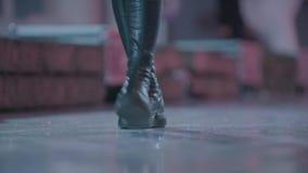 Μπότες και τζιν δέρματος απόθεμα βίντεο