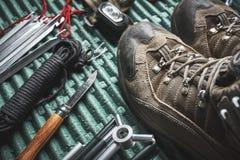 Μπότες πεζοπορίας και άλλο εργαλείο στοκ φωτογραφίες με δικαίωμα ελεύθερης χρήσης