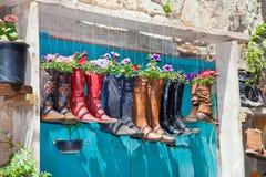 Μπότες που χρησιμοποιούνται παλαιές ως δοχεία λουλουδιών Στοκ Φωτογραφία