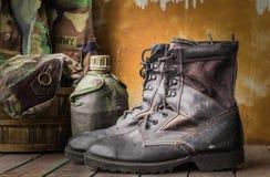 Μπότες σε έναν ξύλινο Στοκ Φωτογραφίες