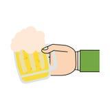 μπύρα γυαλιού λαβής χεριών ημέρας Αγίου Πάτρικ Στοκ φωτογραφία με δικαίωμα ελεύθερης χρήσης
