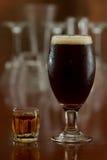 Μπύρα και ένας πυροβολισμός Στοκ εικόνα με δικαίωμα ελεύθερης χρήσης