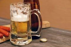 Μπύρα και πρόχειρο φαγητό μπύρας Στοκ φωτογραφίες με δικαίωμα ελεύθερης χρήσης