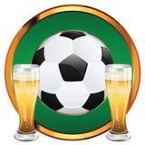 Μπύρα και σφαίρα ποδοσφαίρου διανυσματική απεικόνιση
