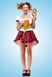 Μπύρα με τα πρόχειρα φαγητά Στοκ Φωτογραφία