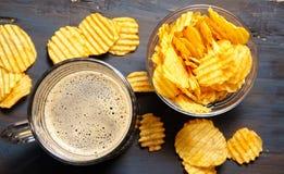 Μπύρα με τα τσιπ στοκ φωτογραφίες με δικαίωμα ελεύθερης χρήσης