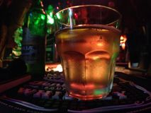 μπύρα με τη χρυσή κάνναβη Στοκ φωτογραφίες με δικαίωμα ελεύθερης χρήσης