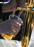 μπύρα που χύνεται Στοκ Φωτογραφία