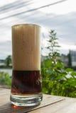 Μπύρα στον πίνακα Στοκ εικόνα με δικαίωμα ελεύθερης χρήσης
