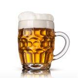 Μπύρα στο γυαλί που απομονώνεται στο λευκό στοκ φωτογραφία με δικαίωμα ελεύθερης χρήσης