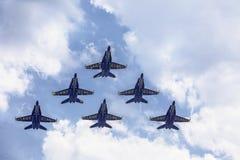 Μπλε άγγελοι στο πέταγμα σχηματισμού Στοκ φωτογραφίες με δικαίωμα ελεύθερης χρήσης