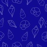 Μπλε άνευ ραφής σχέδιο με τα θαλασσινά κοχύλια Στοκ εικόνα με δικαίωμα ελεύθερης χρήσης