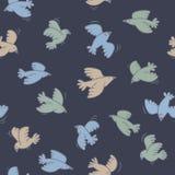 Μπλε άνευ ραφής σχέδιο με τα πετώντας πουλιά Στοκ Φωτογραφίες