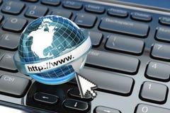 _ μπλε έννοια Διαδίκτυο χρώματος ανασκόπησης Γη στο πληκτρολόγιο lap-top Στοκ εικόνα με δικαίωμα ελεύθερης χρήσης