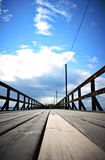 μπλε ήλιος θάλασσας αποβαθρών ξύλινος Στοκ Φωτογραφίες