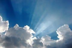 μπλε ήλιος ουρανού σύννε& Στοκ φωτογραφίες με δικαίωμα ελεύθερης χρήσης