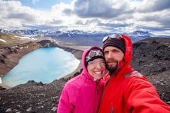 Μπλε λίμνη ηφαιστείων της Ισλανδίας ορεινών περιοχών Στοκ Φωτογραφία