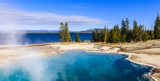 Μπλε λίμνη Gyser Στοκ Εικόνα