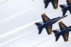 Μπλε αεριωθούμενα αεροπλάνα αγγέλων στο σχηματισμό Στοκ φωτογραφία με δικαίωμα ελεύθερης χρήσης