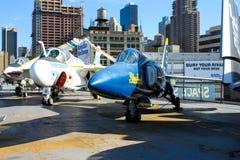 Μπλε αεριωθούμενο αεροπλάνο αγγέλων στην επίδειξη στο απτόητο μουσείο Στοκ Εικόνες