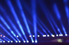 Μπλε αθλητικό φως θαμπάδων σε ένα στάδιο Στοκ Φωτογραφία