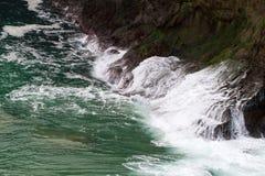 Μπλε ακτή της Βόρειας Ιρλανδίας Στοκ εικόνα με δικαίωμα ελεύθερης χρήσης
