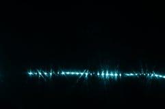 Μπλε ακτίνα λέιζερ που καίγεται στο σκοτάδι στον τοίχο λεσχών νύχτας Στοκ φωτογραφίες με δικαίωμα ελεύθερης χρήσης