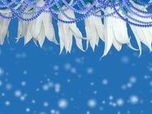 Μπλε ανασκόπηση με τα λουλούδια Στοκ φωτογραφία με δικαίωμα ελεύθερης χρήσης