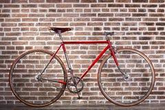 Μπλε αναδρομικό ποδήλατο Στοκ Εικόνες