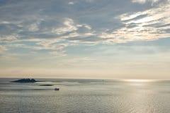 Μπλε αδριατική θάλασσα θάλασσας στο βράδυ, Κροατία Στοκ Εικόνες