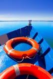 Μπλε βάρκα που πλέει στη λίμνη Albufera της Βαλένθια Στοκ εικόνες με δικαίωμα ελεύθερης χρήσης
