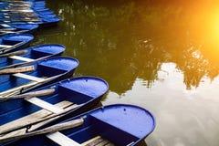 Μπλε βάρκες στον ποταμό Στοκ Εικόνα