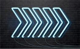 Μπλε βέλος νέου που απομονώνεται στο μαύρο τουβλότοιχο Στοκ Εικόνες
