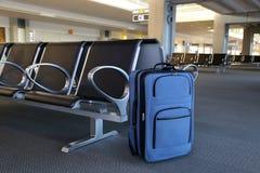 μπλε βαλίτσα Στοκ Φωτογραφίες