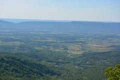 Μπλε βουνά κορυφογραμμών το καλοκαίρι Στοκ εικόνα με δικαίωμα ελεύθερης χρήσης