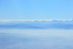 Μπλε βουνό στην ομίχλη Στοκ φωτογραφία με δικαίωμα ελεύθερης χρήσης