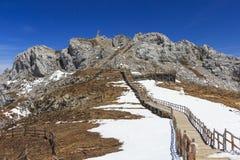 Μπλε βουνό χιονιού Shika κοιλάδων φεγγαριών στο shangri-Λα, Yunnan, CH Στοκ Εικόνες