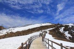 Μπλε βουνό χιονιού Shika κοιλάδων φεγγαριών στο shangri-Λα, Yunnan, CH Στοκ εικόνα με δικαίωμα ελεύθερης χρήσης