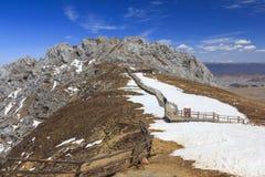 Μπλε βουνό χιονιού Shika κοιλάδων φεγγαριών στο shangri-Λα, Yunnan, CH Στοκ εικόνες με δικαίωμα ελεύθερης χρήσης
