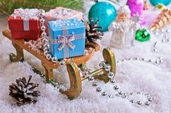 μπλε γυαλί σύνθεσης Χριστουγέννων μπιχλιμπιδιών Στοκ Φωτογραφία