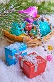 μπλε γυαλί σύνθεσης Χριστουγέννων μπιχλιμπιδιών Στοκ Εικόνα