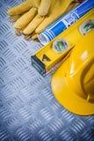 Μπλε επίπεδο κατασκευής γαντιών ασφάλειας καπέλων σχεδιαγραμμάτων σκληρό στο gro Στοκ Εικόνες